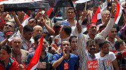 Scontri in Egitto, 23 morti. Intanto il petrolio vola sopra i 100 dollari al barile (FOTO,