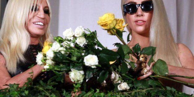 Lady Gaga a Milano insieme a Donatella Versace prima del concerto, i fan little monsters in delirio