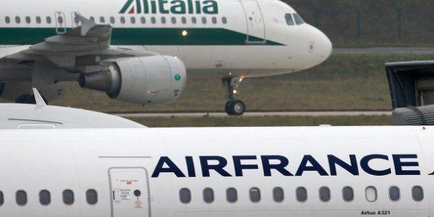 Alitalia, i patrioti pronti ad arrendersi allo straniero (AirFrance e Etihad). La campagna per l'italianità...