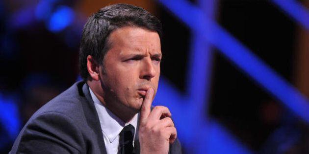 Matteo Renzi alla prova dell'assemblea Pd, in sala il saluto (gelido) con lo sconfitto Massimo
