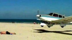 Relax sulla spiaggia? Attenti all'aeroplano