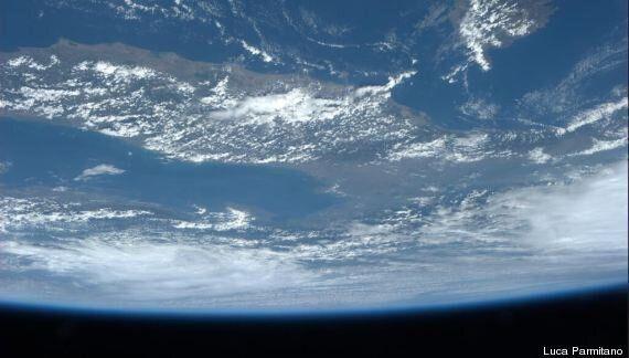 Luca Parmitano, pubblica la foto dell'Italia ricoperta dalle nuvole. Ecco l'ultimo scatto dallo spazio