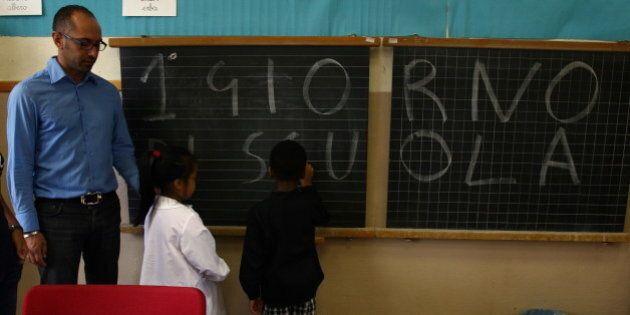 Stipendi insegnanti, per i precari 1.000 euro in meno in busta paga. Professionisti sempre più