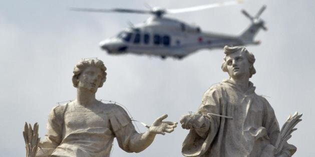 Benedetto XVI concelebrerà con Papa Francesco la messa di canonizzazione dei due