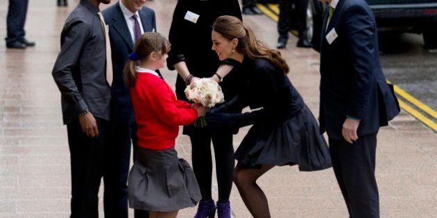 Kate Middleton, il look non piace alla Regina: