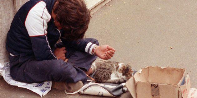 Istat: quasi un italiano su tre rischia la povertà, uno su due al