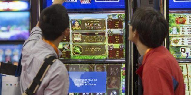 Gioco d'azzardo, l'allarme dei pediatri: coinvolge un minore su cinque in