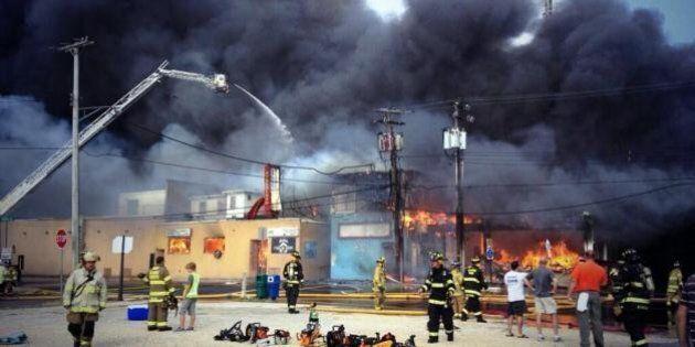 Incendio nel New Jersey: va a fuoco il lungomare del