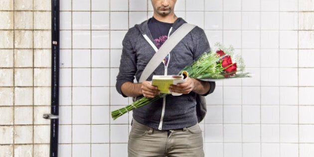 Reading riders: una biblioteca nella metropolitana di New York City. Ourit fotografa chi legge e aspetta...