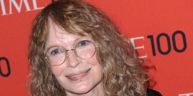 Woody Allen, Mia Farrow su Twitter difende la figlia: