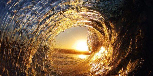 Dentro l'onda: gli scatti di Robbie Crawford, il fotografo surfista (FOTO,