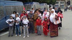 Bambini vestiti da jihadisti alla manifestazione in onore dei martiri dell'indipendenza