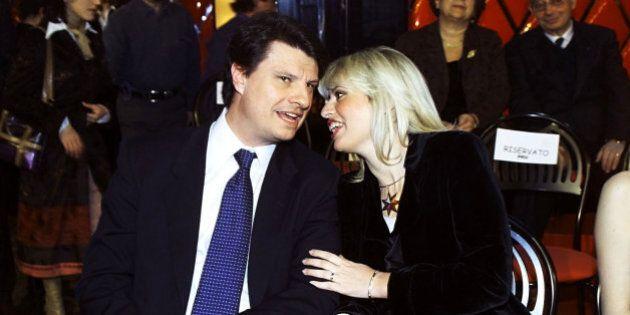 Alessandra Mussolini e il marito Mauro Floriani insieme a messa. Il parroco:
