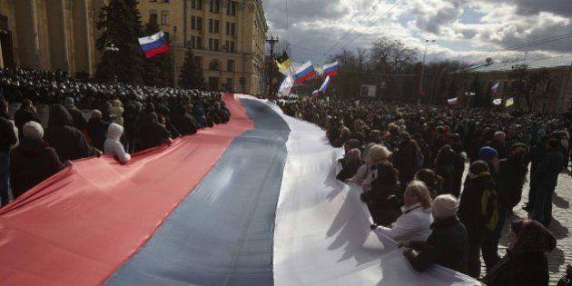 Crimea, parlamento proclama l'indipendenza e chiede l'annessione alla Russia. Sanzioni da Usa e Ue