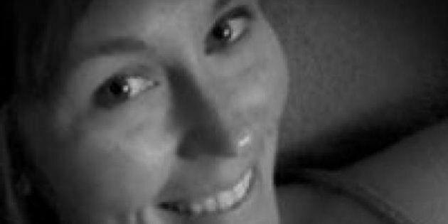 Pubblica selfie su Facebook mentre guida: muore un minuto dopo in un incidente d'auto (FOTO,