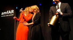 Sharon Stone bacia Kate Moss. Le due star scaldano la platea... per