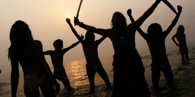 Maha Kumbh Mela: 10 milioni di fedeli indù nel Gange