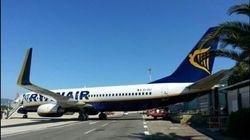 L'aereo è senza freni e sfonda l'hangar a Ciampino