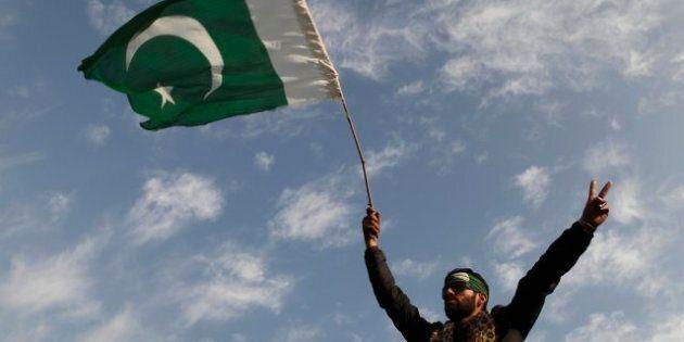 Pakistan, la lunga marcia a Islamabad, scontri con la polizia (FOTO,