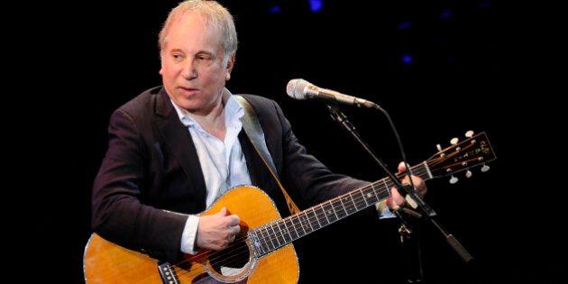 Paul Simon arrestato: violenze domestiche è l'accusa per il cantante del duo Simon & Garfunkel (FOTO,