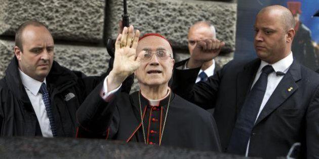 Cardinal Bertone si difende: