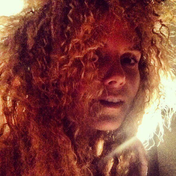 Heidi Klum scioglie le trecce e torna a New York. Capelli da leonessa dopo la vacanza alle Bahamas