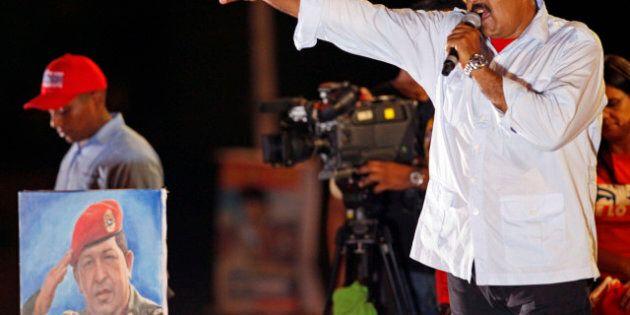 Venezuela verso il voto: il favorito è Nicolas Maduro, accomagnato dallo spirito di Chavez in formato...