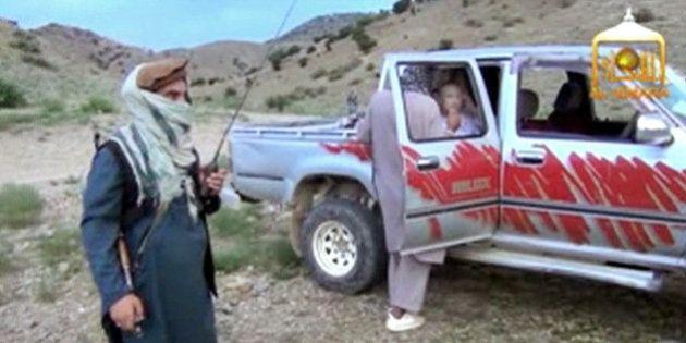 Bowe Bergdahl, in un video la stretta di mano tra soldati e taliban. Usa divisi sul rilascio del sergente...