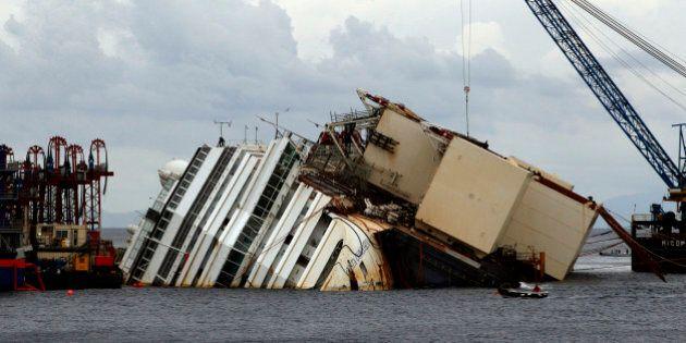 Costa Concordia, tutti i veleni a bordo della nave nell'elenco di Greenpeace.