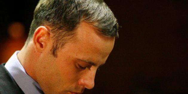 Oscar Pistorius: la prima uscita dopo la morte: bagordi con gli amici e flirt con le donne