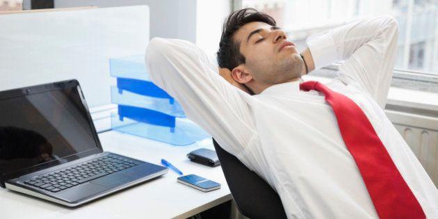Dormire in ufficio aiuta a lavorare meglio. Dalle aziende americane arriva la