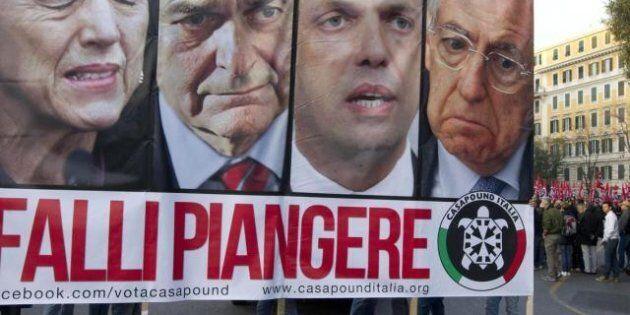CasaPound, i neofascisti presentano le loro liste per Camera e Senato: dai condannati ai ragazzi degli...