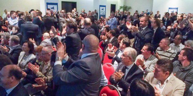 Caso Aldrovandi, applausi ai poliziotti responsabili. Pansa telefona alla mamma di Federico: