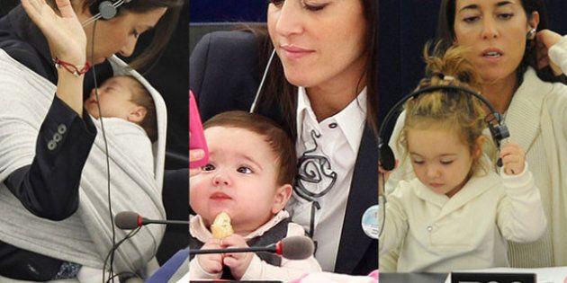 Vittoria, la bimba cresciuta in Parlamento. Con la madre Licia Ronzulli vota come i grandi d'Europa