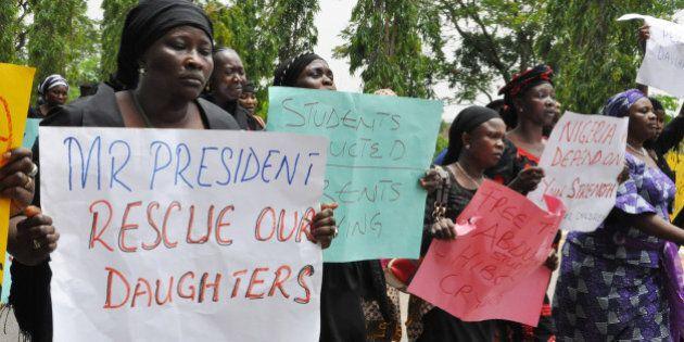 Nigeria, studentesse rapite costrette a sposare miliziani di Boko Haram. All'appello mancano 234