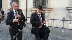 E papà Tiziano va a far visita a Matteo...