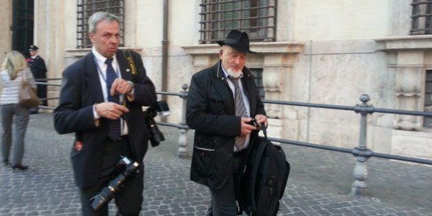 Tiziano Renzi fa visita a Matteo a Palazzo Chigi. E su Facebook ribadisce: