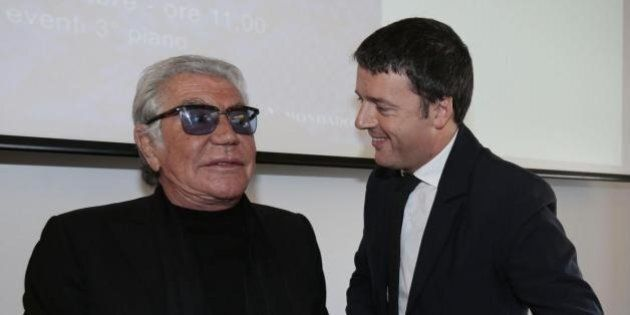 Matteo Renzi sempre più fashion. Presenta il libro di Roberto Cavalli a Milano e dice: