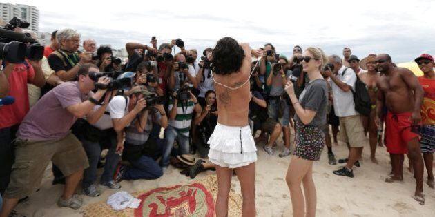 Topless in Brasile, in spiaggia a Rio de Janeiro sfida all'ultimo tabù