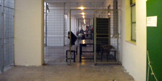 Cie di Ponte Galeria a Roma, protesta shock: quattro immigrati si cuciono la