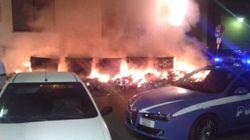 Palermo brucia, nella notte incendiate tonnellate di rifiuti che stanno invadendo la