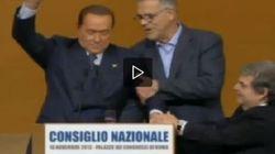 Il malore di Berlusconi sul palco. E il medico personale interviene: