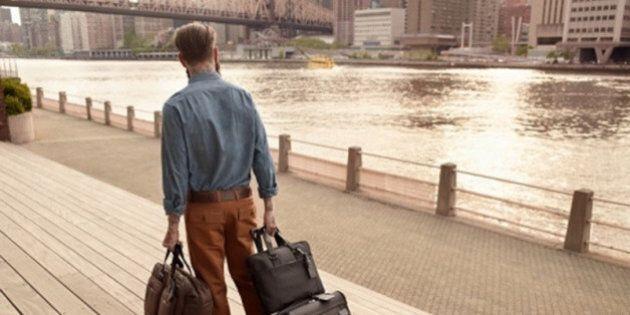 Bagaglio perfetto: le valigie estive per l'uomo giramondo. Da Samsonite a Momodesign