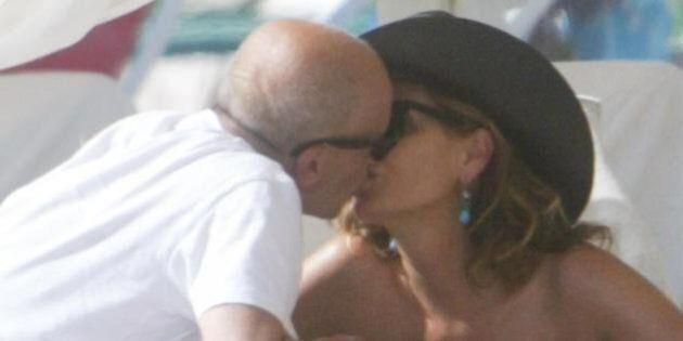 Daniela Santanchè e Alessandro Sallusti: baci sulla spiaggia di Forte dei Marmi