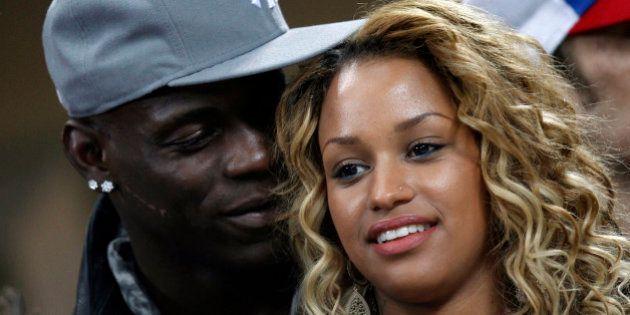 Mondiali 2014, Mario Balotelli sposerà Fanny Neguesha. La proposta su Twitter: