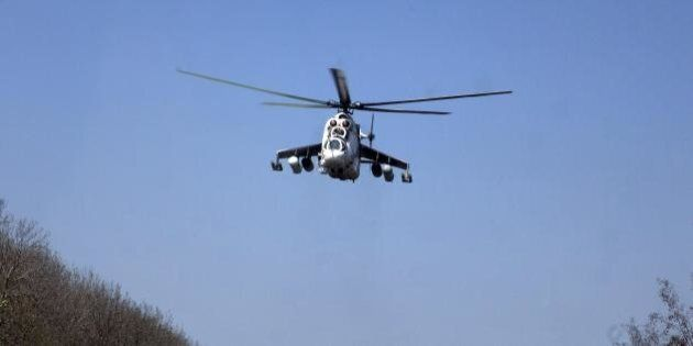 Crisi ucraina, blitz aereo di Kiev a Sloviansk, abbattuti elicotteri. Ministro della Difesa: