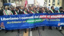 Sindaci in piazza contro il governo: