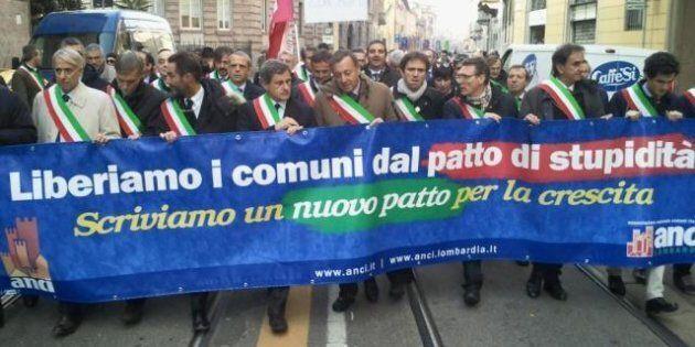 I sindaci scendono in piazza a Milano contro tagli e vincoli del patto di stabilità. Gianni Alemanno:...