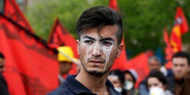 Turchia, i manifestanti del 1 maggio tentano di conquistare piazza Taksim, scontri con la polizia