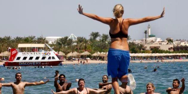 Turismo, il fondatore Lonely Planet Tony Wheeler contro Oscar Farinetti: